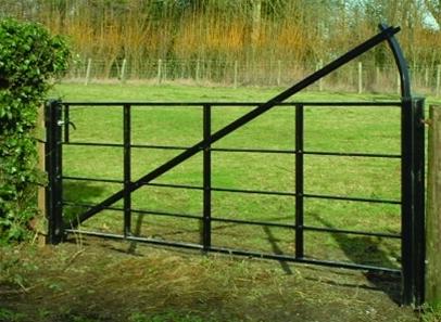 Estate Rails Gate