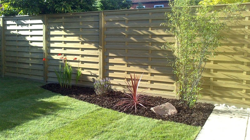 'Hit and Miss' Horizontal Fence Panels