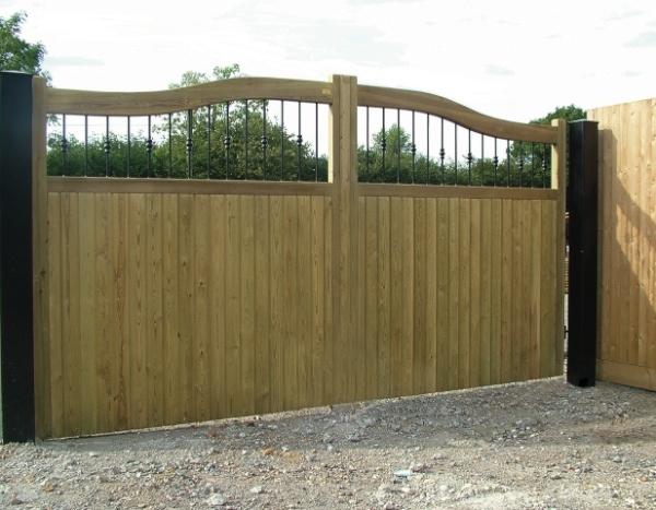 Railing Courtyard Double Gates
