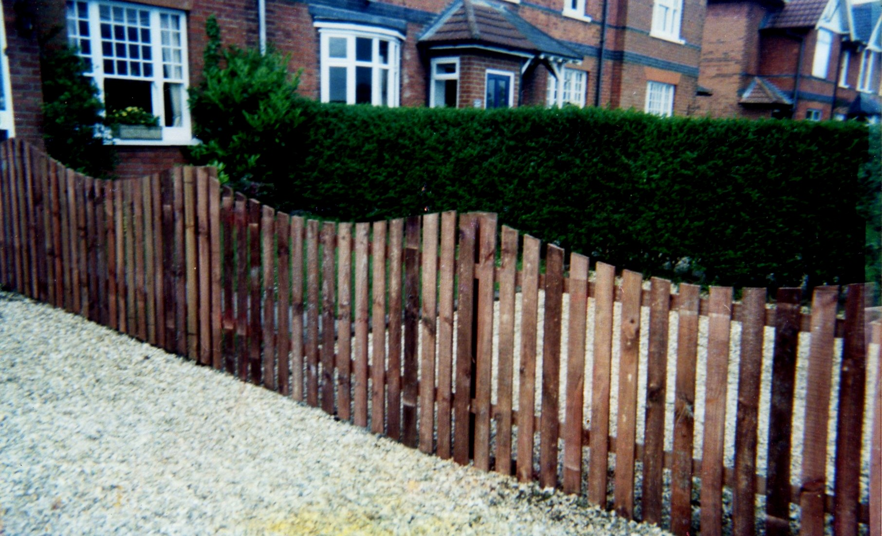 Scolloped Picket Fencing